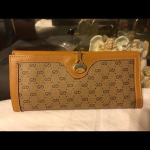 Vintage Gucci Leather GG Wallet